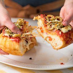 Una Pizza común ya no sirve. tenés que probar esta versión! Tasty Videos, Food Videos, Gourmet Recipes, Cooking Recipes, Gourmet Foods, Bread Recipe Video, Extreme Food, Good Food, Yummy Food