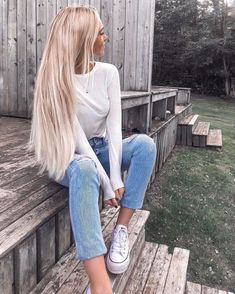 "Audrey (@audreyannej) ha añadido una foto a su cuenta de Instagram: ""Can we restart the weekend?☁️🍂 Wearing my @foxylocks hair extensions in Latte blonde, Use my code…"""