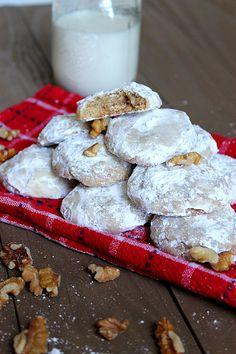 Walnut Cinnamon Winter Cookies via Fabtastic Eats #cookie #cinnamon #walnut