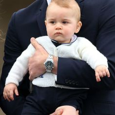 Prince George... dans les bras de papa !