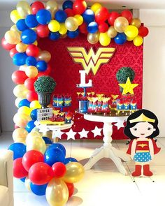 Mini Table da Mulher Maravilha super fofa!! 💗💗 Por @mariaantonietaparty .  #catalogodefestas #festamulhermaravilha #MAmulhermaravilha… Wonder Woman Birthday, Wonder Woman Party, Birthday Woman, Holiday Party Themes, Girls Party Decorations, Anniversaire Wonder Woman, Daisy Party, Girl Superhero Party, Avengers Birthday