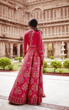 Anita Dongre brings Tree of Love at India couture week 2017 Lehenga Designs, Kurta Designs, Indian Fashion Trends, India Fashion, Asian Fashion, Indian Wedding Outfits, Bridal Outfits, Indian Outfits, Indian Clothes