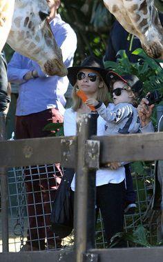 Nicole Richie & Joel Madden take Harlow & Sparrow to the zoo!