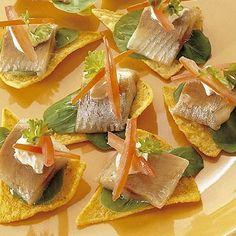 Haringhapjes met tortillachips en pittige saus recept - Vis - Eten Gerechten - Recepten Vandaag