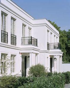 Sophienhof - Der Sophienhof ist ein urbanes Stilzitat der 20er-Jahre; er umfasst das prächtige Vordergebäude und – hinter dem edel und schlicht gestalteten Innenhof – ein pavillonartiges Gartenhaus mit zwei Geschossen - Düsseldorf Oberkassel, Ralf Schmitz Immobilien