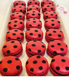 Ladybug theme macaroons for a ladybug birthday party dessert Ladybug Cookies, Ladybug Cupcakes, Miraclous Ladybug, Ladybugs, Birthday Party Desserts, 6th Birthday Parties, Girl Birthday, Macarons, Miraculous Ladybug Party