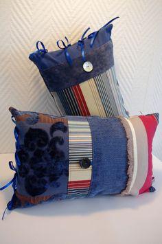 Coussin bohème en tissus recyclés bleu beige et rouge / bohemian style cushion in blue and red