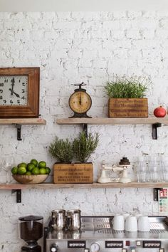 Vintage Decor Rustic Exposed Brick Makes a Natural Statement Wall - Vintage kitchen decor ideas help you to get a good idea of how to merge classic kitchen design with modern sensibilities. New Kitchen, Kitchen Dining, Kitchen Ideas, Kitchen Office, Kitchen Clocks, Kitchen Country, Kitchen Ware, Awesome Kitchen, Kitchen Trends