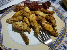 Gli straccetti di pollo croccanti sono un secondo piatto amato da tutti, grandi e piccini, un piatto sano e leggero poiché vieneutilizzata la cottura in f