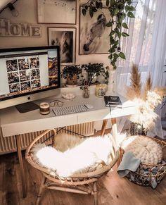 Confinés mais bien installés ! 💻  Qui est en télé-travail ? 👋🏼 Et qui chill devant Netflix ? 🎥 Dites nous tout en commentaire ! 📸 par @tatiana_home_decor  #eldotravo #btp #inspiration #decoration #workspace #workathome #teletravail #confinement #deco #bureau