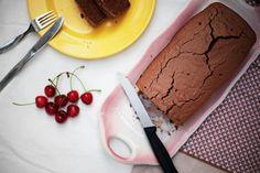 Bolo de cacau e aveia Cocoa and oats cake Banana Bread, Cake, Desserts, Food, Cocoa Cake, Oatmeal, Gluten Free, Dessert Ideas, Recipes
