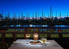 Chart House Waikiki was a great meal with a fantastic view! I've got to get back to Oahu. Honolulu Restaurants, Date Night Restaurants, Beautiful Sunset, Beautiful Places, Vacation Images, Vacation Ideas, Fiji Culture, Fly To Fiji, Visit Fiji