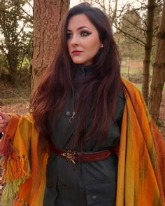 🍂🦊✨What better way to brighten up your day than with a glorious blanket scarf from my personal collection with the truly talented… Wax Jackets, Country Fashion, Blanket Scarf, Tweed, Shawl, Autumn Fashion, Charlotte, Fox, England