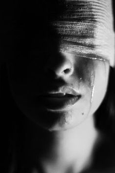 Chica Silueta: Caer con razón #quotes #escritos #poesía #abstract #arte #girl #sad #depression #tears