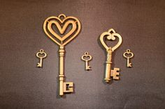 Small Brass Skeleton Key Lot of 5 Steampunk Antique Vintage Look http://autopartspuller.com/ Great Sale 50% off entire store!! Copper, Glassware, Wood Crafts, Scrap Booking