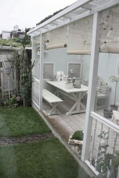 Garden room with veranda Backyard Beauty-- Small Spaces Mehr Outdoor Areas, Outdoor Rooms, Outdoor Living, Terrasse Mobil Home, Veranda Design, Veranda Ideas, Porch Veranda, Outside Living, White Gardens