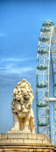 The Coade Lion & London Eye, Westminster Bridge - England