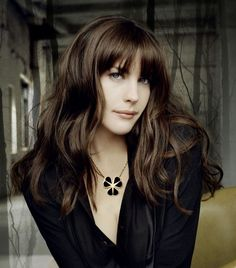 Liv Tyler- just so stunning with great hair. Elegant Hairstyles, Easy Hairstyles, Hairstyles For Oblong Faces, Wedding Hairstyles, Homecoming Hairstyles, Summer Hairstyles, Liv Tyler Hair, Book Modelo, Oblong Face Shape