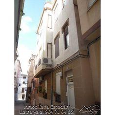 Alquiler segundo piso sin ascensor en Navajas C/Carmen. Vivienda compuesta por 4 habitaciones, comedor, cocina y cuarto de baño. Totalmente amueblado. Precio: 180 € al mes.