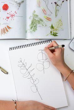 Apprenez à peindre de l'eucalyptus à l'aquarelle. Je partage inspiration, technique et vidéo démo pour vous guider dans vos essais.