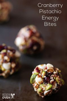 Cranberry Pistachio Energy Bites dates honey chia seeds flax seeds or wheat germ salt dry oats pistachio nuts dried cranberries white chocolate chips Smart Healthy Sweets, Healthy Baking, Healthy Snacks, Healthy Recipes, Healthy Protein, Snack Recipes, Cooking Recipes, Snacks Ideas, Snacks Saludables