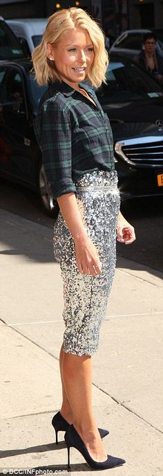 Keeping it simple: Kelly kept her accessories and make-up simple for the appearance, donni...