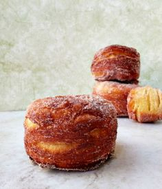 Cronut ~ A Croissant/Doughnut Hybrid My Recipes, Cake Recipes, Recipies, Dessert Recipes, Just Desserts, Delicious Desserts, Yummy Food, Bon Ap, Homemade Desserts