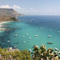 Nutze den diesjährigen Herbst für eine sonnige Auszeit an der Stiefelspitze Italiens. In Kalabrien herrschen im Oktober immer noch bis …