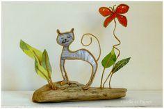 Figurines en ficelle de kraft armé et papier Un beau matin d'été, à l'heure où le soleil brille et les papillons virevoltent, notre jeune chat va bien ! Dimensions: - 20765509