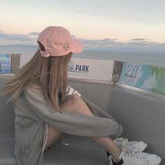 Korean Fashion – How to Dress up Korean Style – Designer Fashion Tips Korean Aesthetic, Aesthetic Photo, Aesthetic Girl, Ulzzang Korean Girl, Cute Korean Girl, Asian Girl, Cap Girl, Uzzlang Girl, Tumbrl Girls