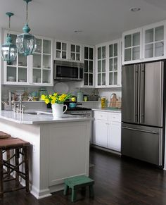 Looks so clean and nice and simple... wish I could keep my cabinets organized enough to make clear panes acceptable!