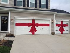 DIY red burlap ribbon and bow for Christmas decor for garage doors. Exterior Christmas decor. No sew! Just hot glue and burlap fabric.