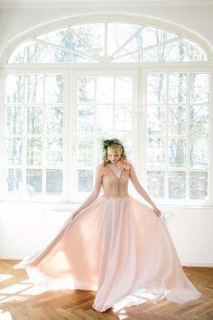 Pfirsich und Blush – eine anmutige Farbkombination für romantische Sommerhochzeiten @Theresa Povilonis Photography http://www.hochzeitswahn.de/inspirationsideen/pfirsich-und-blush-eine-anmutige-farbkombination-fuer-romantische-sommerhochzeiten/ #wedding #mariage #style