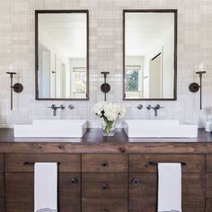 WEBSTA @ smpliving - We hope your Fri-yay is as picture-perfect as this bathroom!#SMPLoves | Photography: @alyssarosenheck | Design: @jenniferrobininteriors