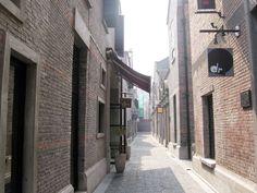 Xintiandi gem - Shikumen - Wikipedia, the free encyclopedia Renovated shikumen lanes in Xintiandi.