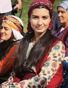 Turkish girl ☪ world cultures, folklore, turkish beauty, turkish women beautiful, beautiful Gypsy Culture, 3d Foto, Turkish People, Beautiful People, Beautiful Women, Beauty Around The World, Turkish Beauty, People Of The World, World Cultures