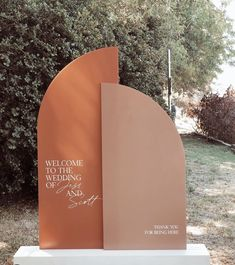 Many people believe that there is a magical formula for home decoration. You do things… Event Signage, Wedding Signage, Happy Wedding Day, Dream Wedding, Paris Wedding, Event Decor, Event Ideas, Wedding Stationary, Event Design