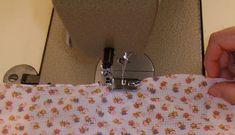 A bainha de lenço é um acabamento de extrema importância em costura. Este tipo de costura exige muito treina para o poder fazer na perfeição.