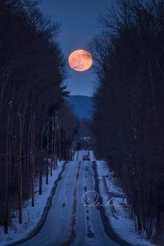 Only In Pennsylvania WOW! What a perfectly framed photo of the Wolf Moon rising in Jim Thorpe! Howl At The Moon, Under The Moon, Espanto, Moon Pictures, Moon Photography, Good Night Moon, Moon Rise, Moon Magic, Moon Lovers