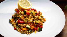 Těstovinové saláty jsou vděčnou přílohou ke každé grilovačce. Couscous, Kung Pao Chicken, Grains, Rice, Ethnic Recipes, Food, Turmeric, Essen, Meals
