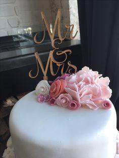 Sugar paste flowers wedding cake