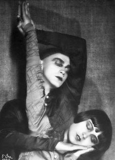 Die Tänzerin Yvonne Georgi mit Tanz-Partner Harald (Madame d'Ora)
