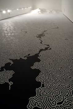 Motoi Yamamoto - Labyrinth (salt) met wit zand doen: tijdelijk laten liggen (opbouwen) en ruimte voor afbakenen