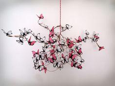 Suspensions, Lampe avec des papillons fuchsia et papier blanc est une création orginale de Marcela-Delacroix sur DaWanda
