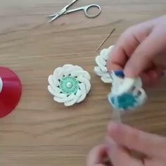 Diy Crafts - Hi crochet lovers around the world! It is always amusing and funny to learn how to make different crochet cords. With this crochet cord v Crochet Flower Tutorial, Crochet Flower Patterns, Crochet Flowers, Diy Crafts Crochet, Crochet Projects, Crochet Geek, Crochet Videos, Crochet For Beginners, Knitting