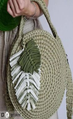 No description of the photo available - Torebki - Free Crochet Bag, Crochet Diy, Crochet Tote, Crochet Handbags, Crochet Round, Crochet Purses, Love Crochet, Crochet Granny, Tshirt Garn