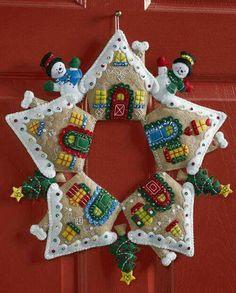 Felt Applique Christmas Stockings and Ornaments (Page Christmas Wall Hangings, Handmade Christmas Decorations, Felt Decorations, Felt Christmas Ornaments, Christmas Stockings, Christmas Wreaths, Christmas Projects, Holiday Crafts, Homemade Christmas