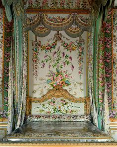 """houkgallery: """" Robert Polidori (Canadian, b. Chambre de la Reine, Detail of Marie-Antoinette's Bed, Versailles, 2007 ©Robert Polidori/Courtesy of the Edwynn Houk Gallery """" Chateau Versailles, Palace Of Versailles, Marie Antoinette, Saint Michael, Old World, Interiors, Bedrooms, Places, French Revolution"""