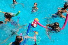 Swimming pool games for kids are a great way to spend the summer vacation hours. From bobbing to splashing, here are fun water games for the swimming pool Swimming Pool Games, Children Swimming Pool, Cool Swimming Pools, Kid Pool, Cool Pools, Pool Fun, Pool Party Games, Beach Games, Party Fun