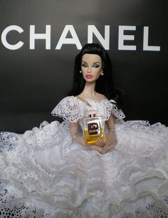 Chanel Inspired Barbie Looks like Angelina Jolie! Barbie I, Barbie World, Barbie Dress, Barbie And Ken, Barbie Clothes, Fashion Royalty Dolls, Fashion Dolls, Vintage Barbie, Mademoiselle Coco Chanel